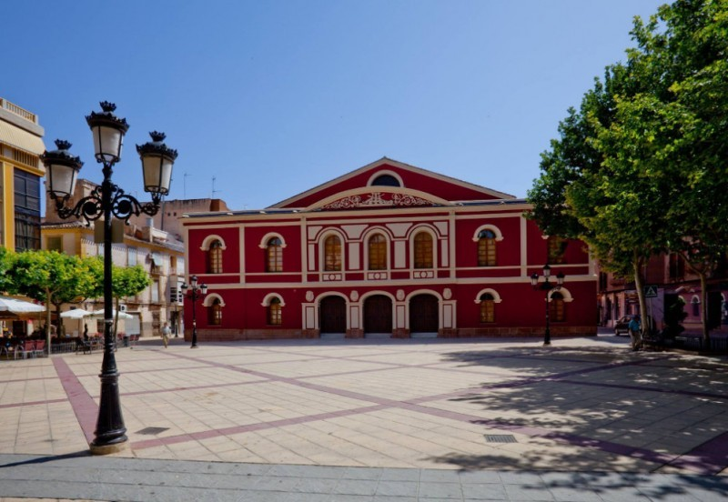 Unfortunate passer-by in Lorca injured by falling flagpole