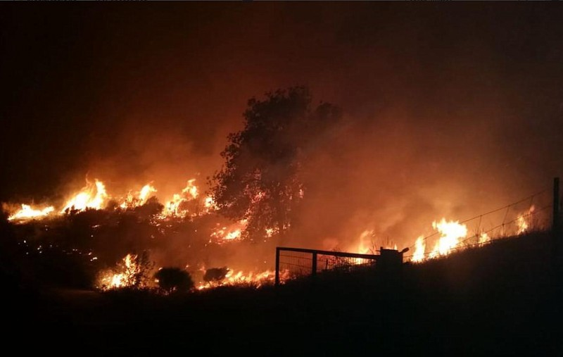 <span style='color:#780948'>ARCHIVED</span> - Emergency services stretched by major fires in central and northern Spain
