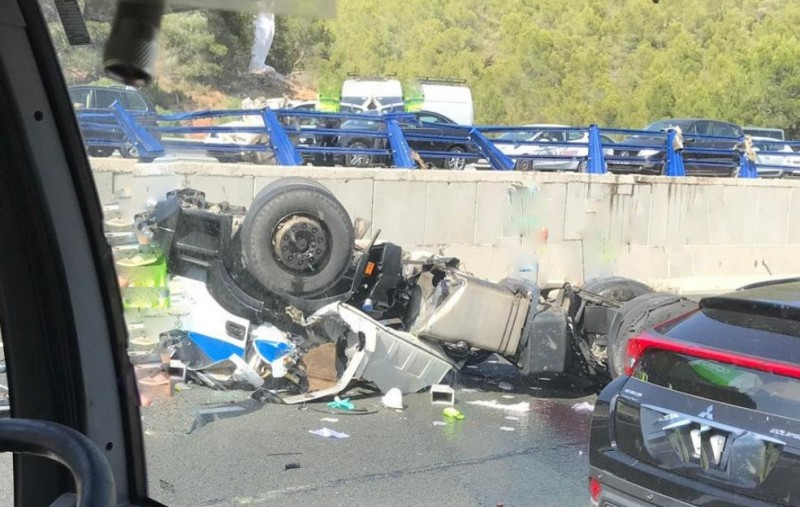 <span style='color:#780948'>ARCHIVED</span> - Lorry driver dies in Cartagena-Murcia motorway accident