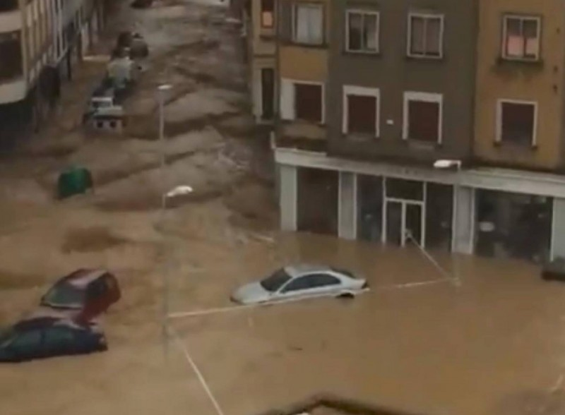 <span style='color:#780948'>ARCHIVED</span> - One dead in flash flooding in Navarra