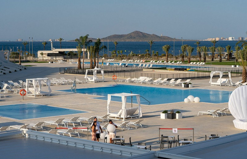 <span style='color:#780948'>ARCHIVED</span> - Neilson Mar Menor Beach Club opens at the new Hotel Perla de Levante in Los Urrutias