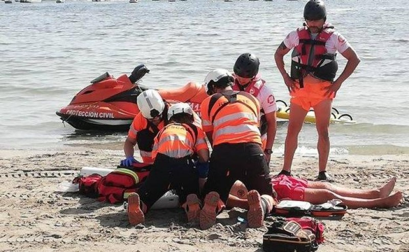 <span style='color:#780948'>ARCHIVED</span> - Lifeguard attacked by sailor at the beach in La Manga