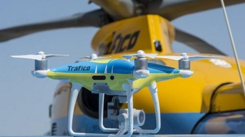 <span style='color:#780948'>ARCHIVED</span> - Traffic police drones used to impose fines as Spaniards flock to the coast for August