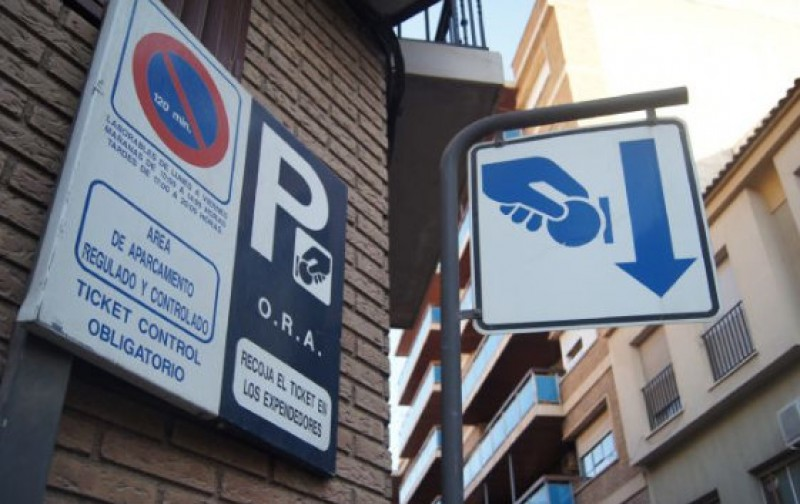 Free parking in the streets of Murcia in August