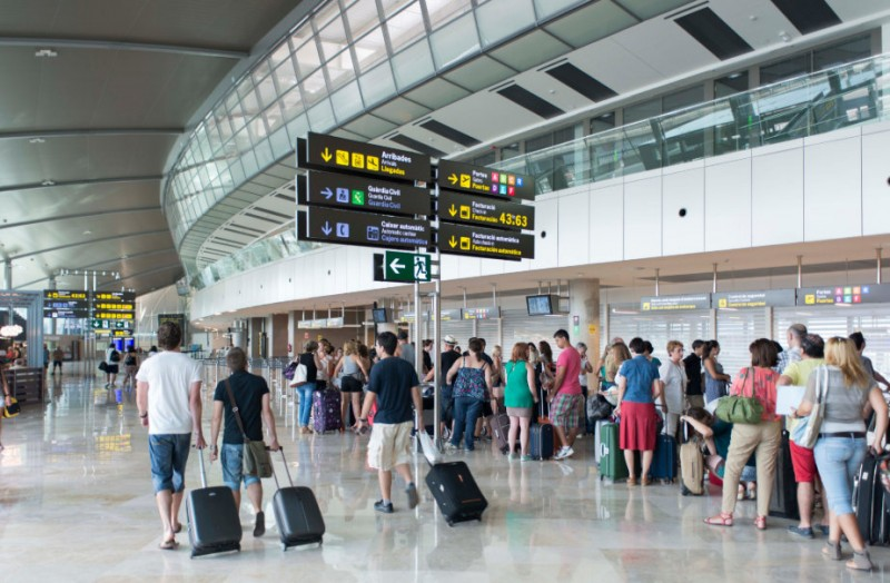 <span style='color:#780948'>ARCHIVED</span> - Spanish airports step up security vetting on employees