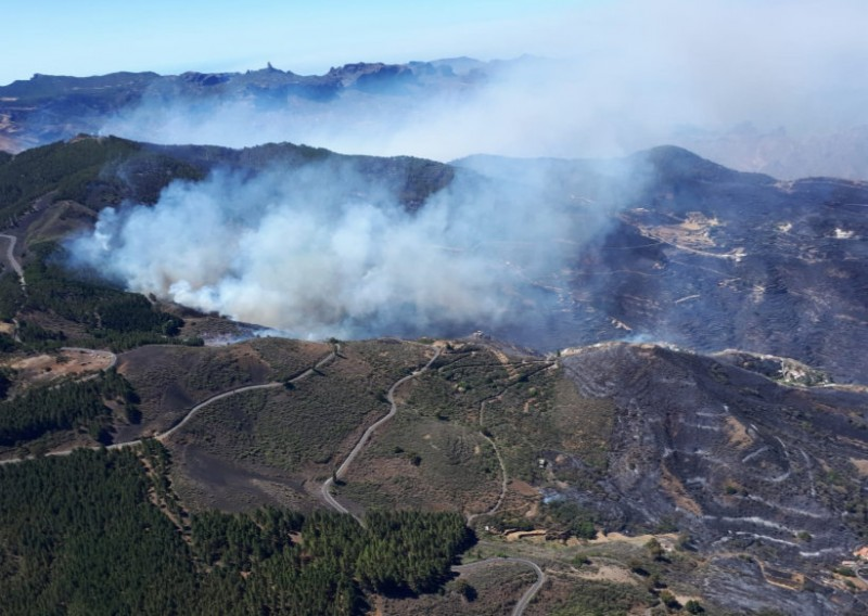 <span style='color:#780948'>ARCHIVED</span> - Over 1,000 evacuated as wildfire sweeps across Gran Canaria