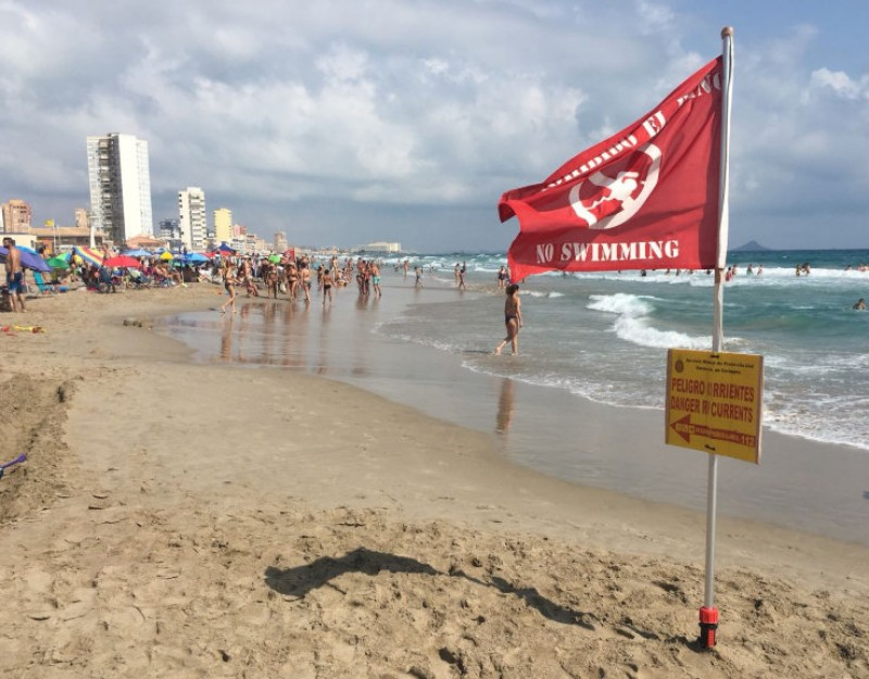 <span style='color:#780948'>ARCHIVED</span> - 13 red flags at Costa Cálida beaches on Tuesday 13th August