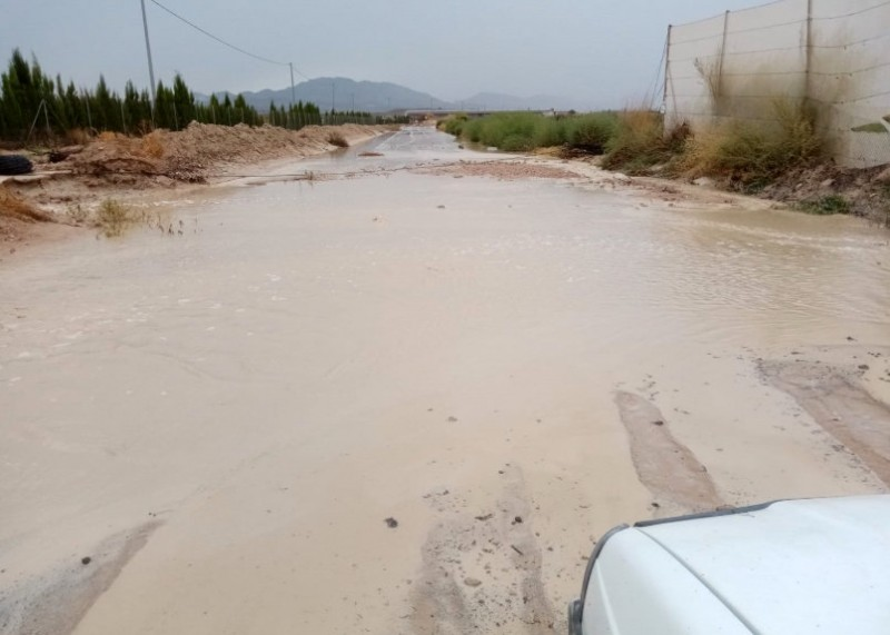 <span style='color:#780948'>ARCHIVED</span> - Flooding and road closures as the gota fría storm hits Murcia