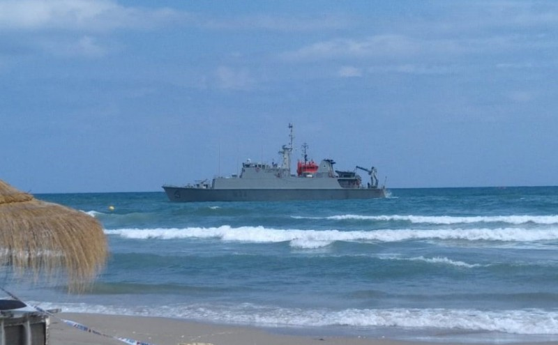 <span style='color:#780948'>ARCHIVED</span> - Wind delays the re-floating of the minesweeper stranded off the coast of La Manga