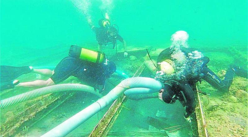 <span style='color:#780948'>ARCHIVED</span> - Sample taken for analysis from the 2700-year-old Phoenician shipwreck in Puerto de Mazarrón