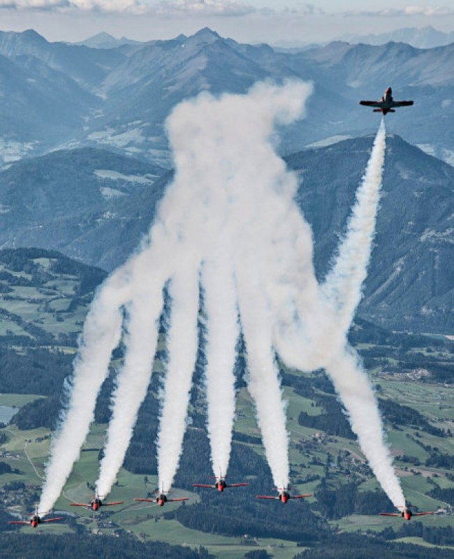 <span style='color:#780948'>ARCHIVED</span> - Tribute from the Patrulla Águila to the pilot who died when crashing off the coast of La Manga