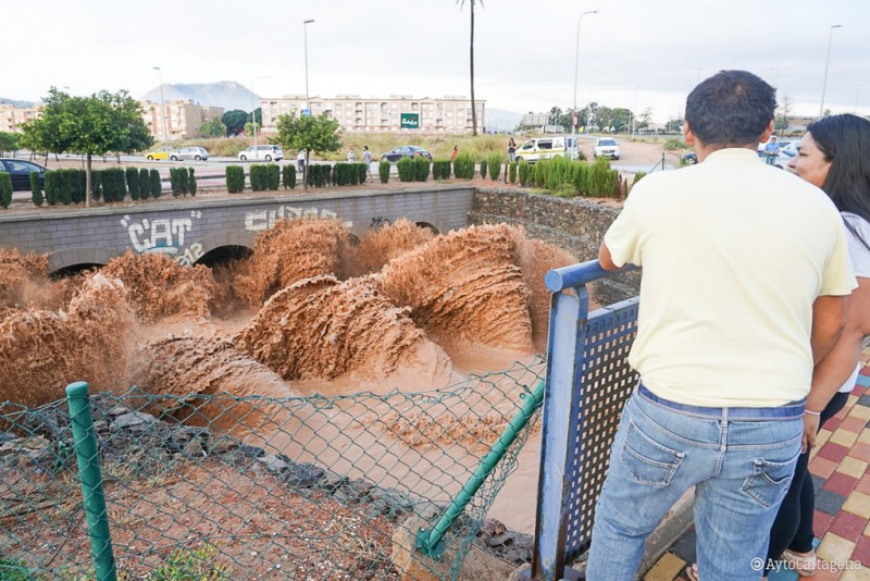 <span style='color:#780948'>ARCHIVED</span> -  300 litres per square metre in parts of Cartagena as Camping La Manga is evacuated