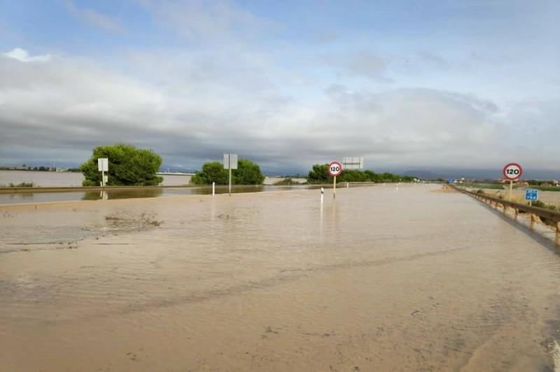 <span style='color:#780948'>ARCHIVED</span> - Los Alcázares under water: Mayor requests help to evacuate stranded residents