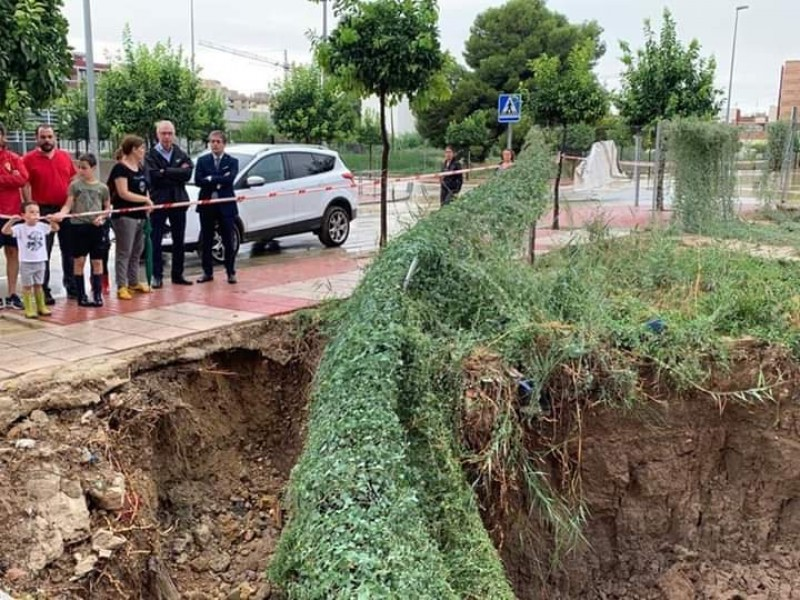 <span style='color:#780948'>ARCHIVED</span> - Large hole appears in Murcia street following the rains