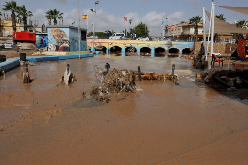 Video Gota Fría September 2019 Los Alcazares debris and cars washed up against bridge