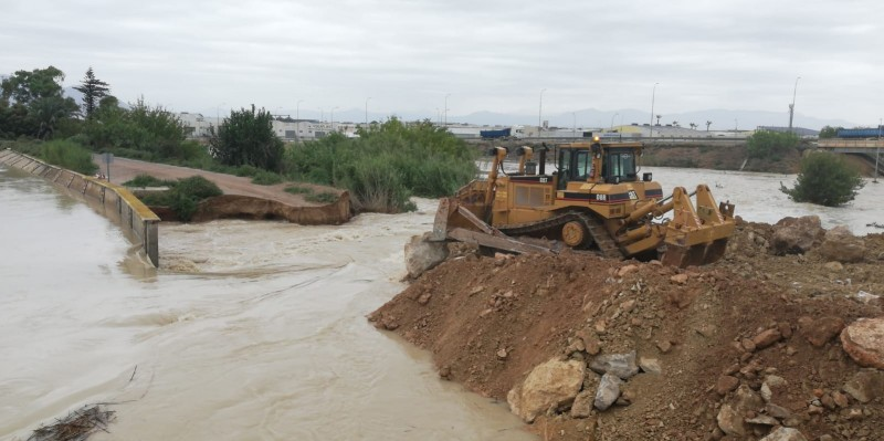 <span style='color:#780948'>ARCHIVED</span> - Repairs to the bank of the river Segura prevent further flooding in El Raal