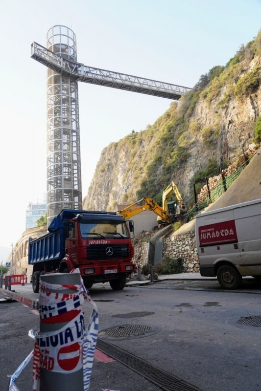 <span style='color:#780948'>ARCHIVED</span> - Loose rocks removed from alongside panoramic lift in Cartagena after rains