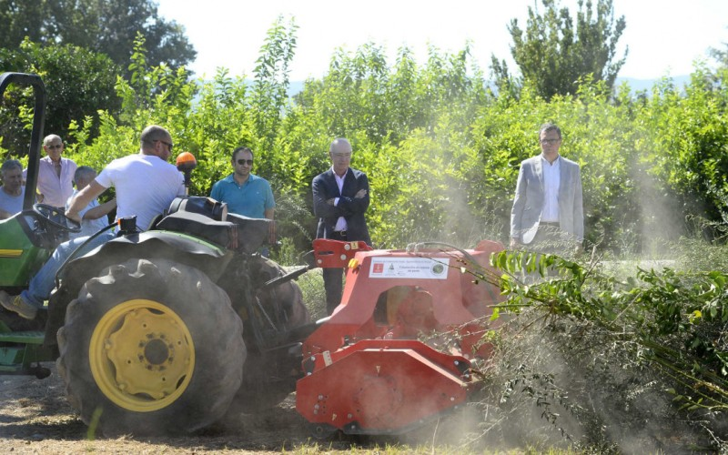 <span style='color:#780948'>ARCHIVED</span> - Murcia Town Hall helps farmers shred agricultural waste rather than burning it