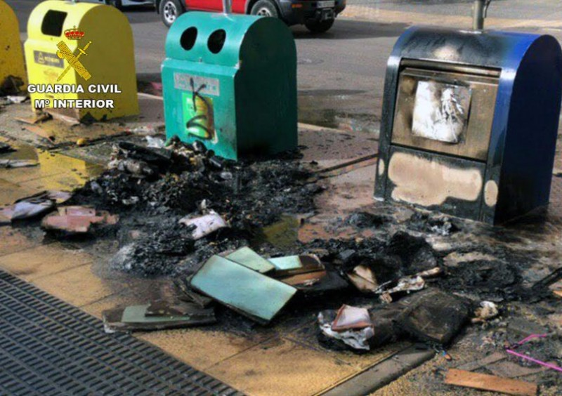 <span style='color:#780948'>ARCHIVED</span> - Cieza arsonist causes 18,000 euros' worth of damage by burning 16 rubbish containers