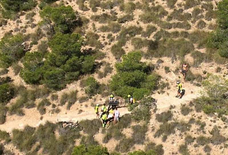 <span style='color:#780948'>ARCHIVED</span> - Mountain biker airlifted to hospital from the mountains between Murcia and Sucina