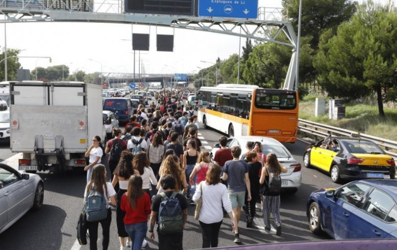 <span style='color:#780948'>ARCHIVED</span> - Severe disruption in Catalunya as separatist protesters target Barcelona airport