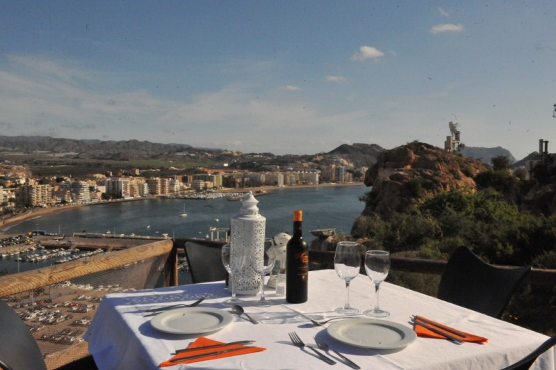 Restaurante Zoco del Mar for fine dining and spectacular views in Águilas