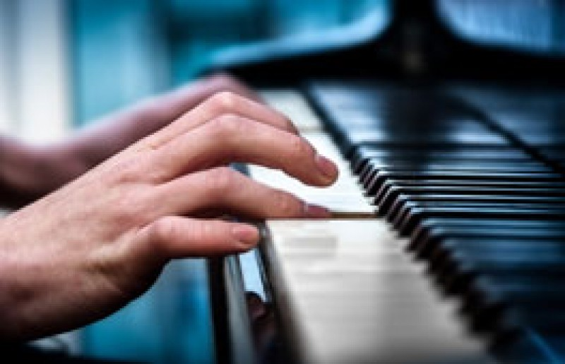 Piano, keyboards and saxophone classes with Nicky Vince in Los Alcázares