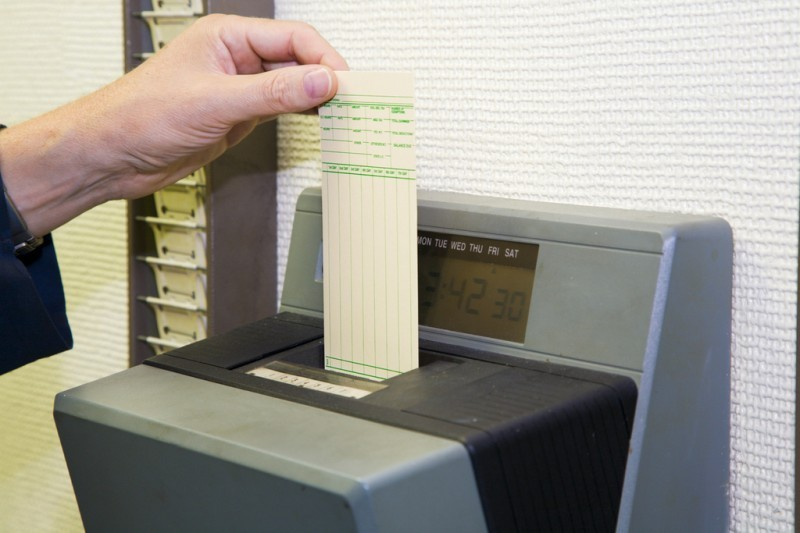 Over 100 Spanish companies fined for failing to implement new clocking-in law