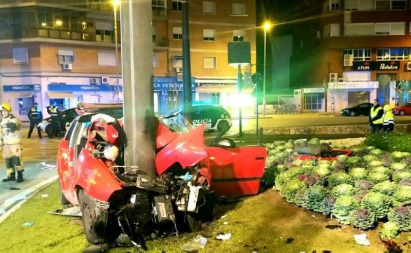 <span style='color:#780948'>ARCHIVED</span> - One dead and 4 seriously injured in Murcia city car crash
