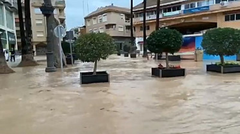 <span style='color:#780948'>ARCHIVED</span> - Gota fría flooding forces evacuation of residents in Los Alcázares