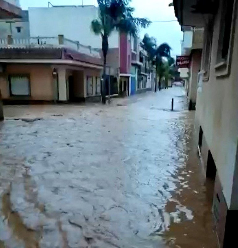 <span style='color:#780948'>ARCHIVED</span> - Los Alcázares looks like Venice as floodwaters fill the streets once again