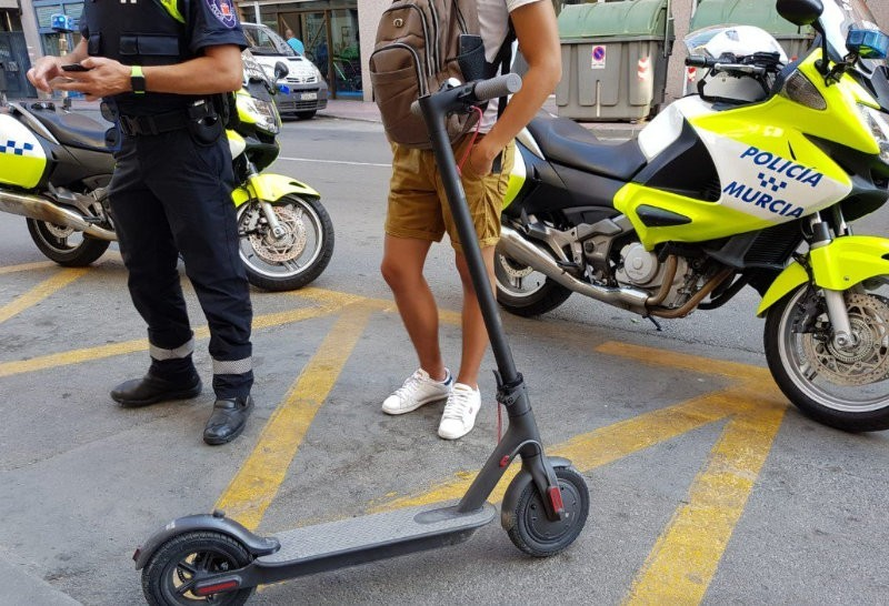 <span style='color:#780948'>ARCHIVED</span> - Electric scooters to be banned from pavements in Spain