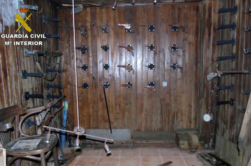 <span style='color:#780948'>ARCHIVED</span> - Large firearms stash found in hidden basement in Bullas