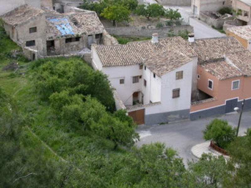 <span style=font-weight:300;font-family:lato;color:#0083c1;>€65000 </span>The Corner House (or Castle View) 34 Calle Eras Moratalla