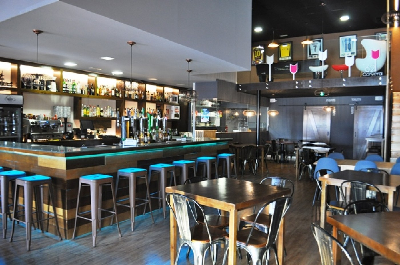 62 Corvera: eat, drink and relax with live entertainment and sports coverage at this family bar in Corvera
