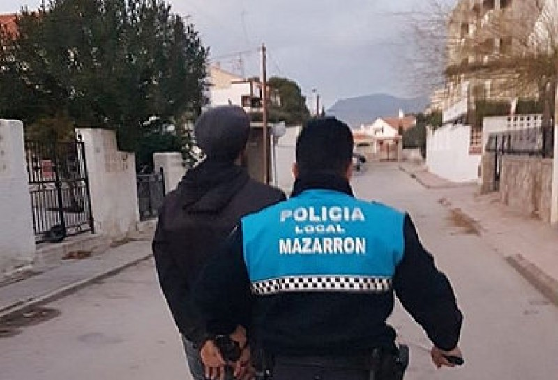<span style='color:#780948'>ARCHIVED</span> - Mazarrón police catch burglars red handed