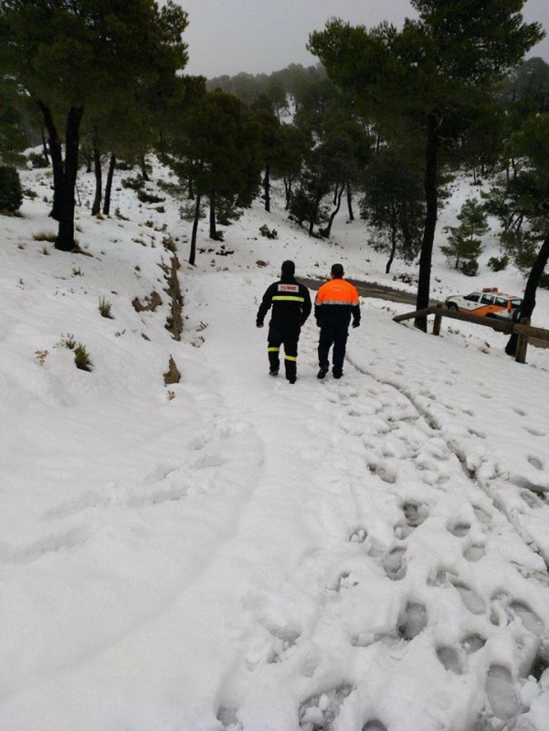 <span style='color:#780948'>ARCHIVED</span> - Roads in part of the Sierra Espuña close as the snow starts to fall