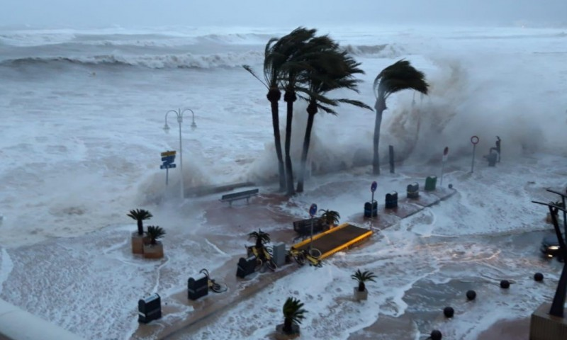 <span style='color:#780948'>ARCHIVED</span> - Two dead as Storm Gloria brings extreme weather to eastern Spain