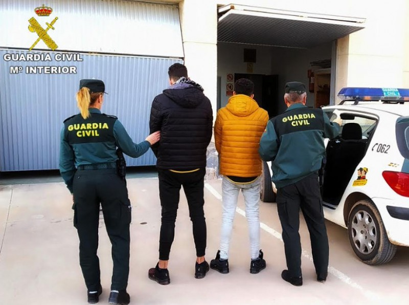 Two arrested after a series of muggings and thefts in the streets of Los Alcázares