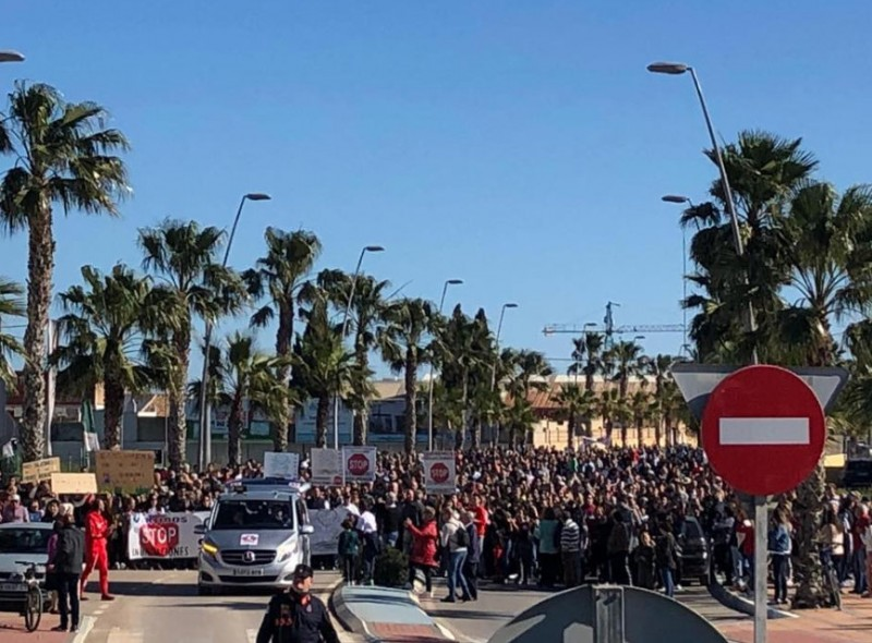 <span style='color:#780948'>ARCHIVED</span> - 2,000 residents march to demand flood protection for Los Alcázares