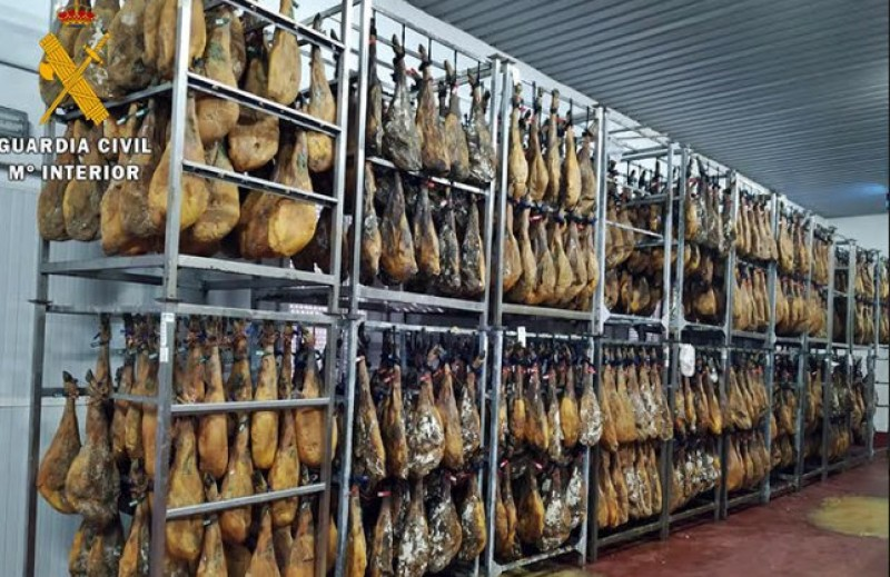 <span style='color:#780948'>ARCHIVED</span> - 13 investigated as the irregular sale of 25,000 cured hams is prevented