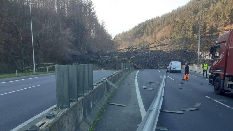 Two missing after massive landslide closes Basque Country motorway