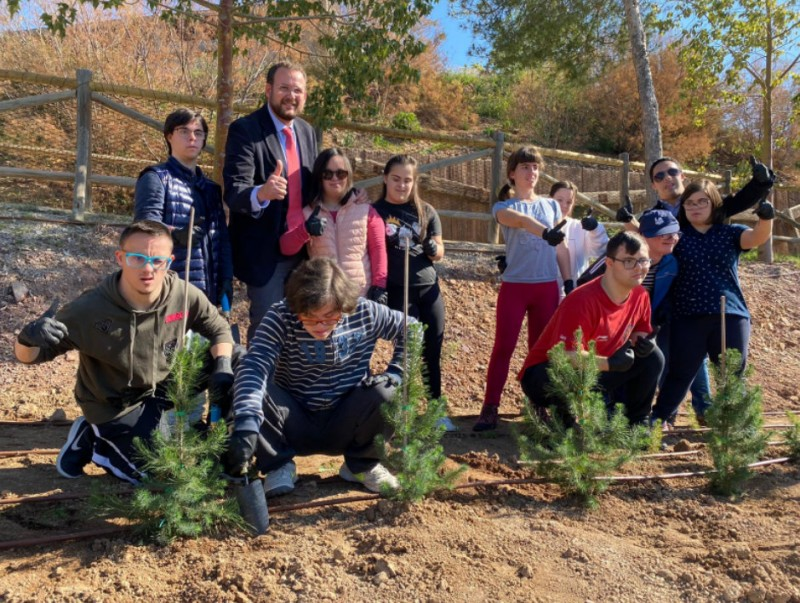 <span style='color:#780948'>ARCHIVED</span> - Down Syndrome associations plant new trees at Terra Natura Murcia wildlife park