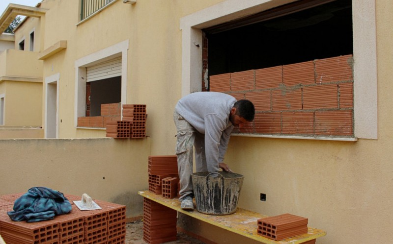 <span style='color:#780948'>ARCHIVED</span> - Cartagena Town Hall bricks up properties to deter squatters