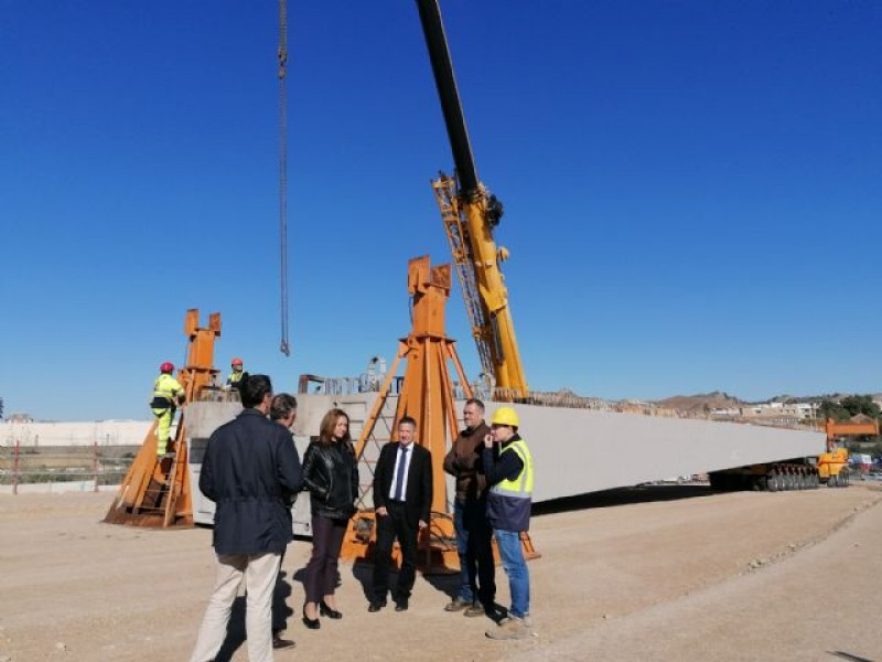 Huge beams arrive in Lorca for construction of a new V-shaped road bridge