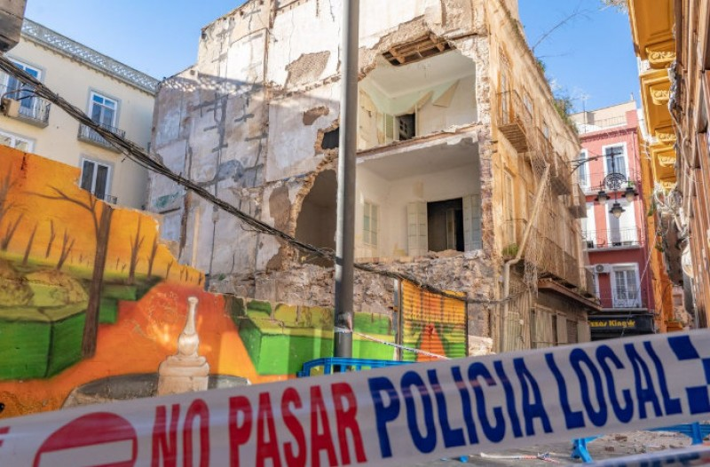 <span style='color:#780948'>ARCHIVED</span> - Cartagena Town Hall responds quickly after building collapses in the city centre