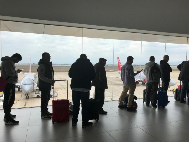 <span style='color:#780948'>ARCHIVED</span> - Passengers at Corvera airport welcomed by coronavirus advisory posters