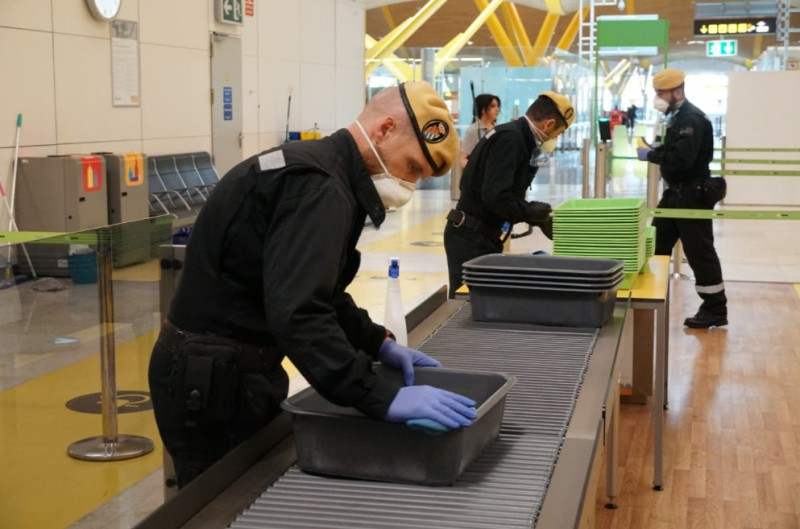 <span style='color:#780948'>ARCHIVED</span> - Foreign visitors urged to go home as Spain closes hotels and other temporary accommodation