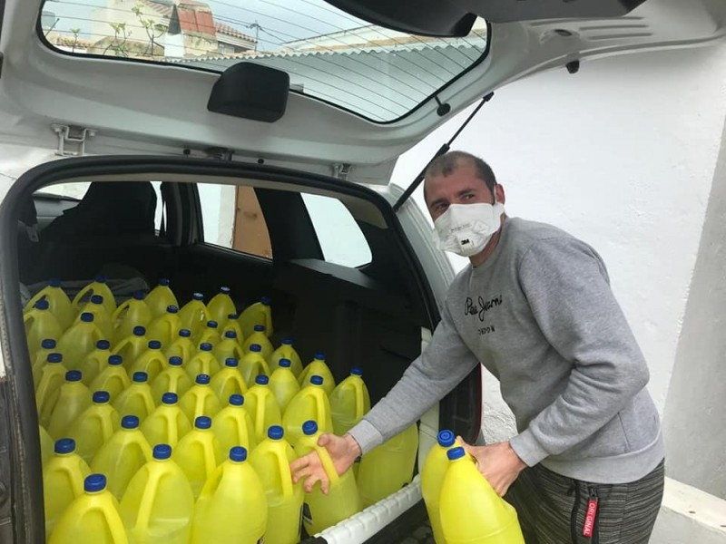Lorca agriculturalists donate materials and equipment to disinfect the streets