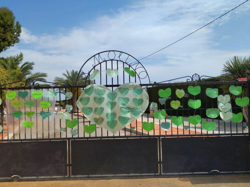 <span style='color:#780948'>ARCHIVED</span> - San Javier covered in green hearts bearing messages of thanks to medical workers and emergency services